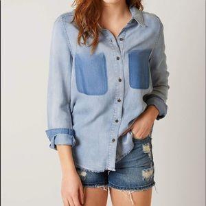 Buckle BKE Chambray Denim Shirt Womens XS NWT Blue